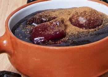 Mazamorra morada, Dulces de convento en Semana Santa