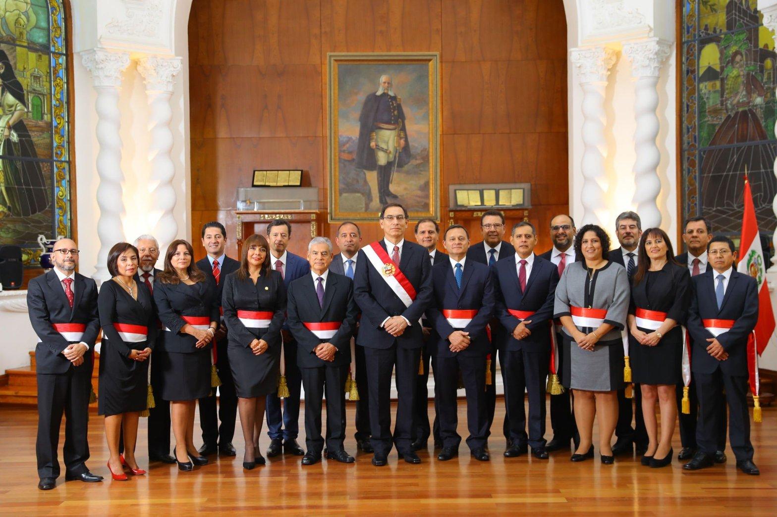 Presidente Vizcarra juramentó al Gabinete Ministerial liderado por César Villanueva