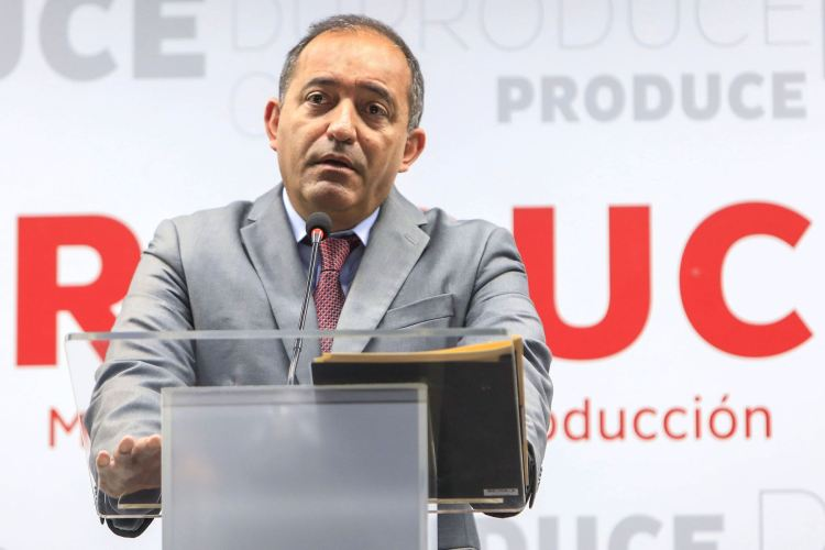 Gobierno del presidente Vizcarra sufre su primer revés con la temprana salida del ministro Daniel Córdova.