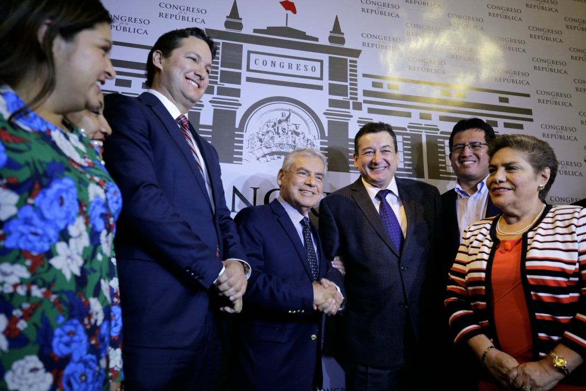 El premier César Villanueva se reunió con la bancada de Fuerza Popular.