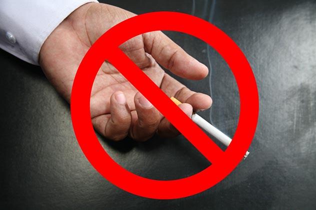 Humo de tabaco que se impregna en la ropa y las paredes convierte a los niños en fumadores pasivos