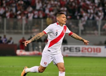 LIMA, PERU - OCTOBER 10: Paolo Guerrero (9) of Peru celebrates after scoring a goal during the 2018 FIFA World Cup Qualification match between Peru and Colombia at National Stadium in Lima, Peru on October 10, 2017. (Photo by Sebastian Castaneda/Anadolu Agency/Getty Images)