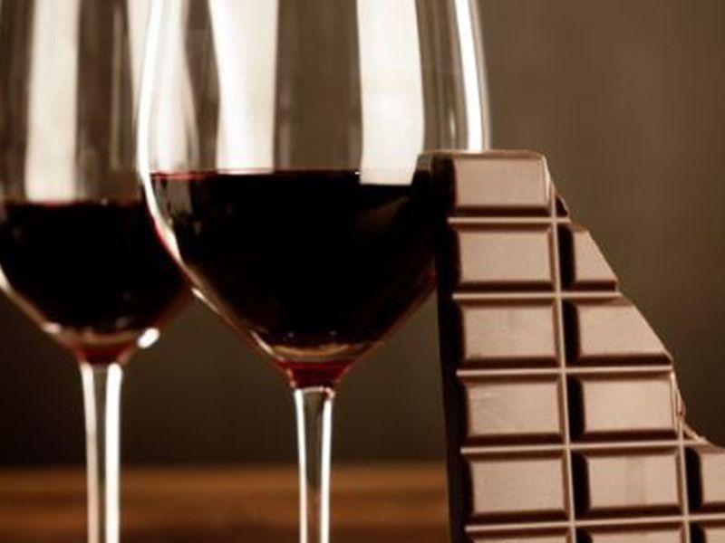 El chocolate y el vino tinto ayudan a combatir las arrugas y mantener la piel joven