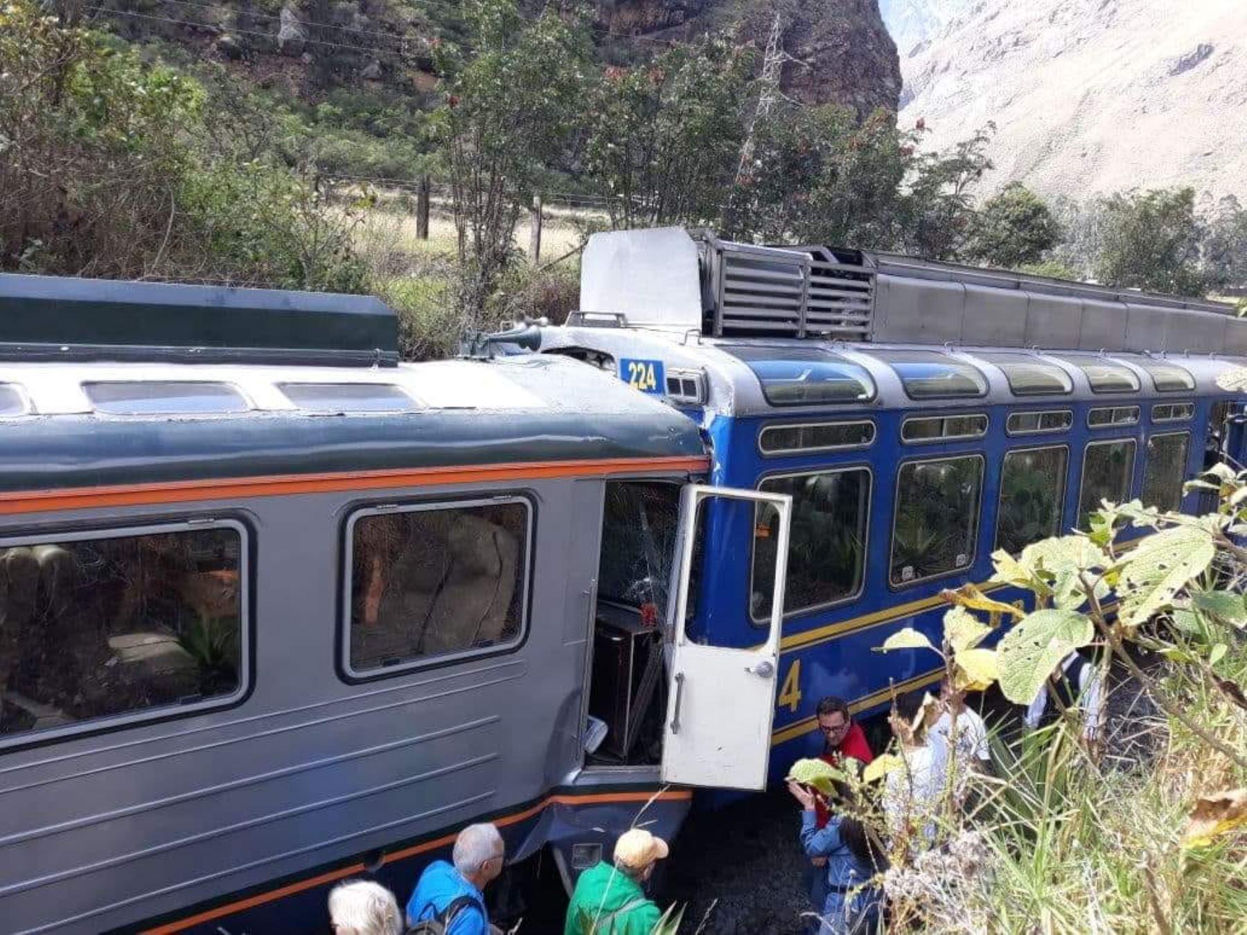 Dos trenes chocan en Machu Picchu — Perú