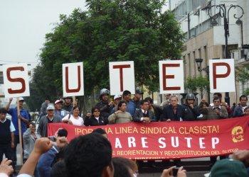 Sutep en marcha por calles de Lima