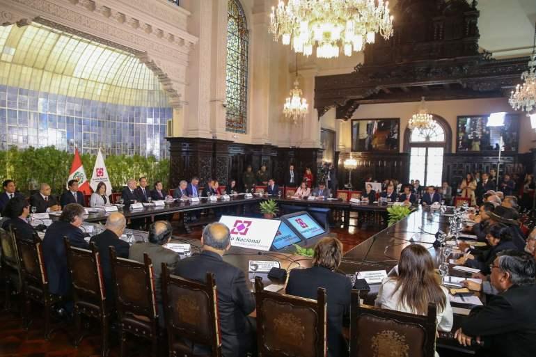Jefe de Estado, junto al premier y ministro de Justicia explicaron ante dicho foro proyectos de reforma judicial y política.