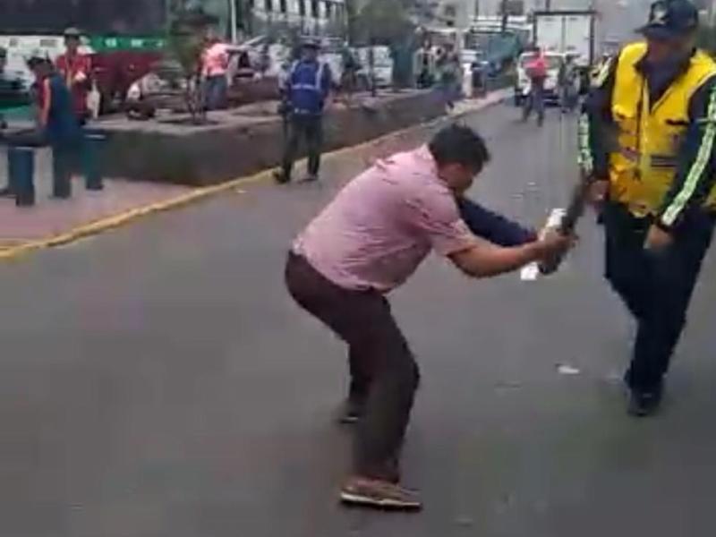 Iracundo chofer ataca a inspectores de transporte en El Agustino