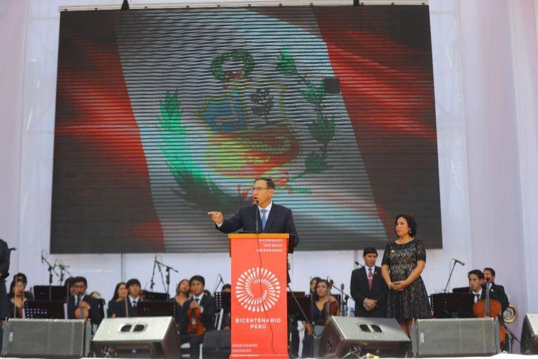 Martín Vizcarra y ministra de Cultura en Ayacucho