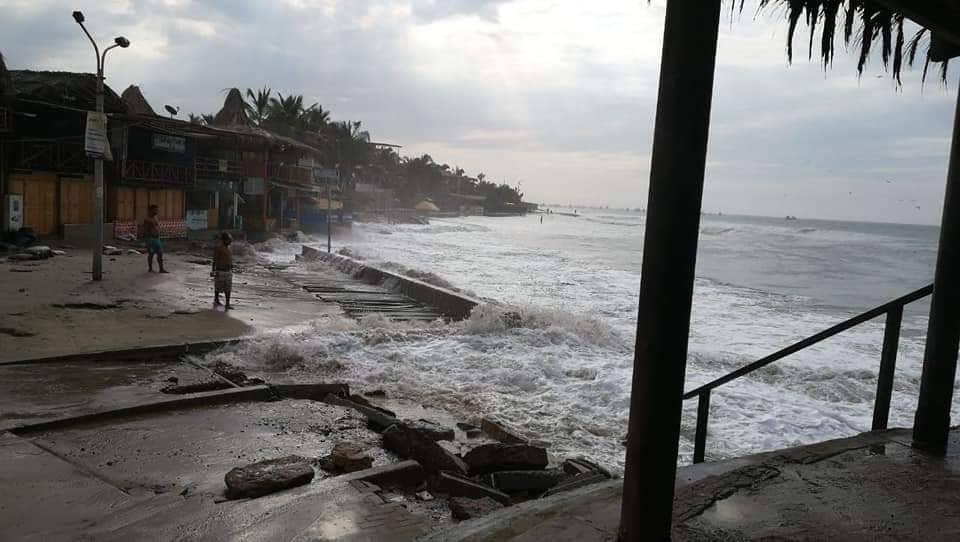 Se sale el mar en Piura y balneario de Máncora resultó afectado