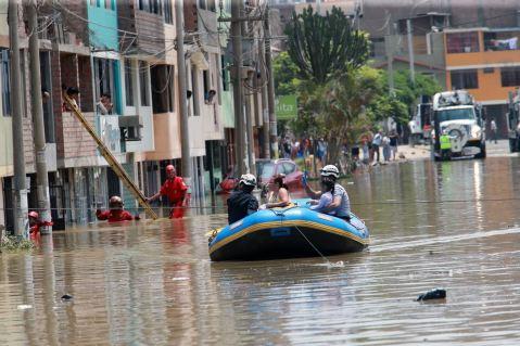 Denunciarán a Sedapal por inundación en San Juan de Lurigancho
