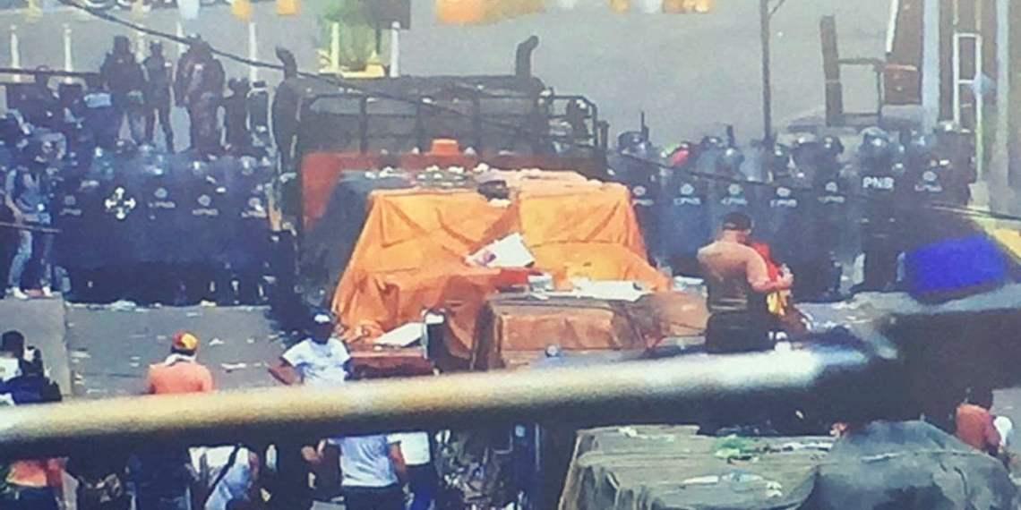 Venezuela: 4 muertos y 300 heridos tras ingreso de ayuda humanitaria