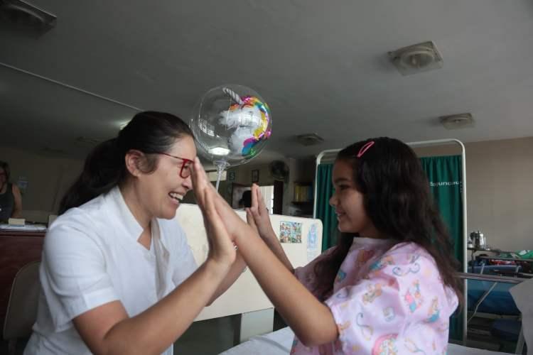 Niña afectada por ameba se recupera y es dada de alta por EsSalud
