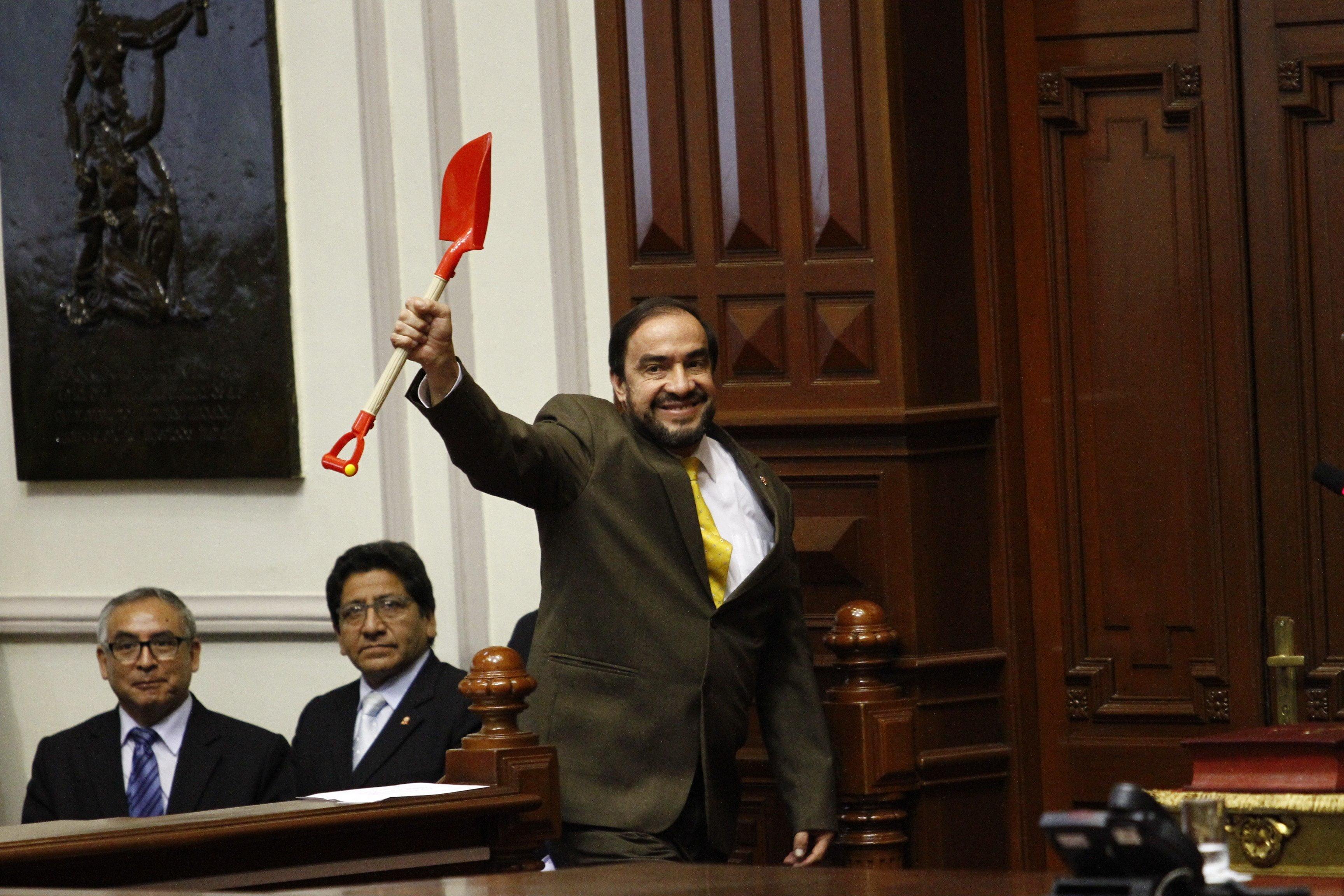 Acción Popular respaldó a Yonhy Lescano y no va a citación fiscal