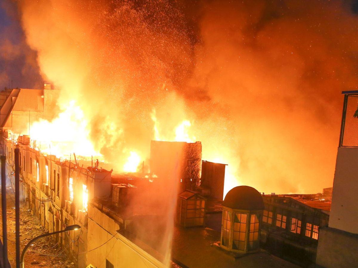 Incendio en Mesa Redonda moviliza a 40 unidades de los bomberos