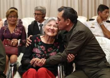 Homenaje a las madres de los héroes de Chavín de Huantar y del Cenepa
