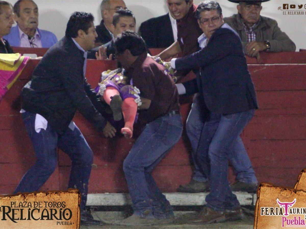 Torera mexicana está grave tras sufrir terrible cornada | VIDEO