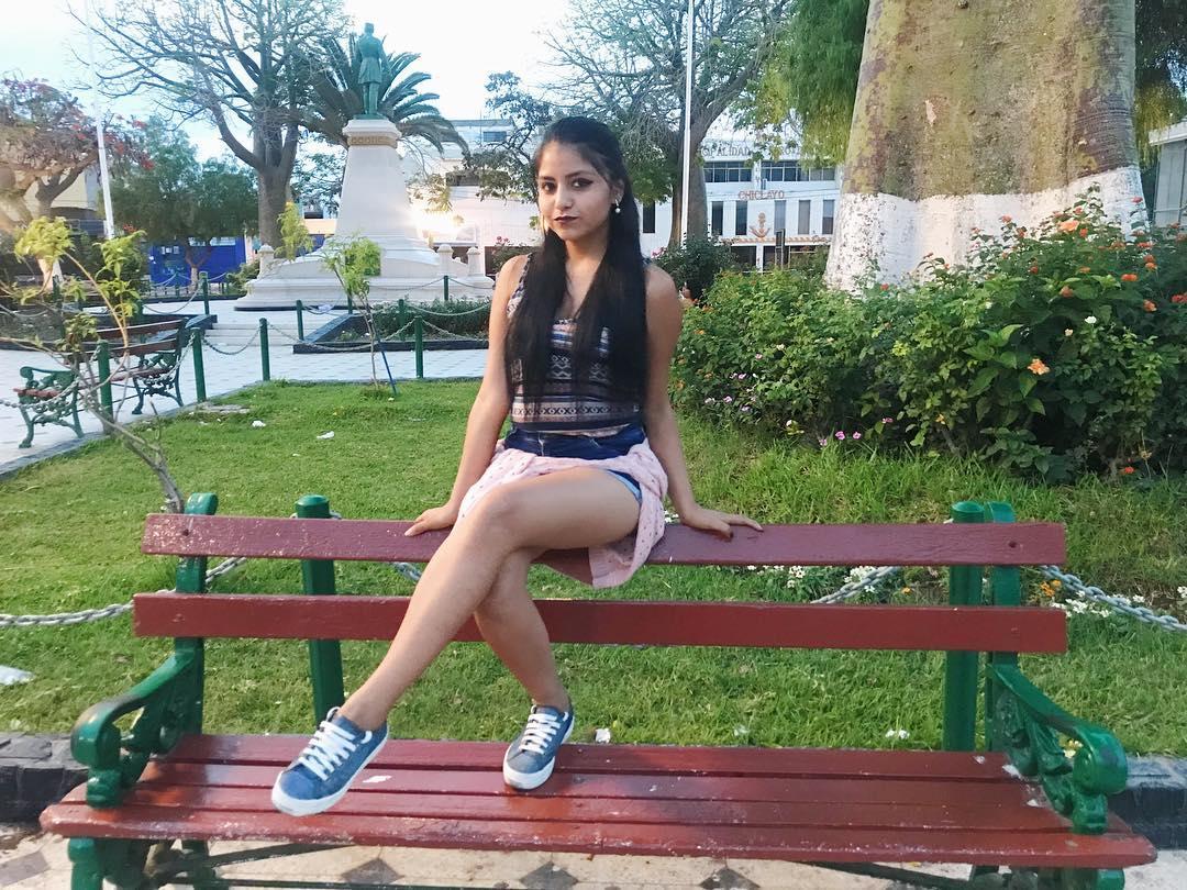 Bella Nickol Sinchi muestra su 'pancita' con boomerang en Instagram