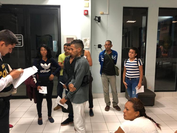 Unos 100 venezolanos no ingresan al Perú por no tener visa humanitaria