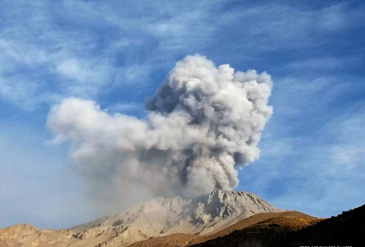 Cuerpo de lava en cráter del volcán Ubinas detectó Ingemmet