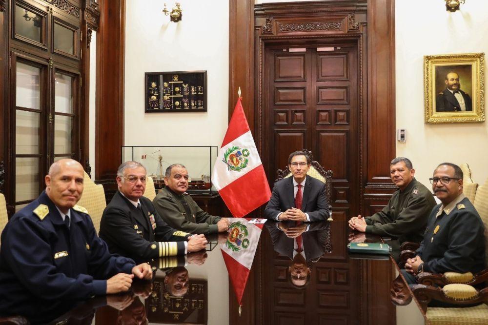 Fuerzas Armadas y Policía respaldan al presidente Martín Vizcarra