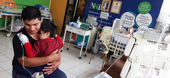 Niños que sufren enfermedades raras reciben tratamiento y terapia