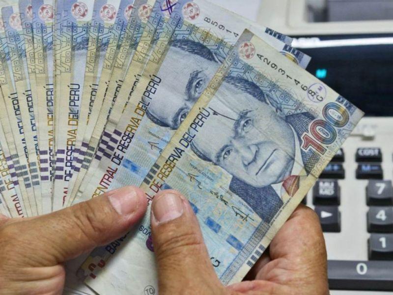 Dinero en efectivo en Perú