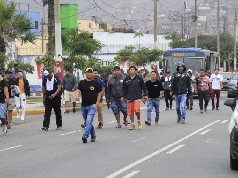 Colectiveros protestan en Lima