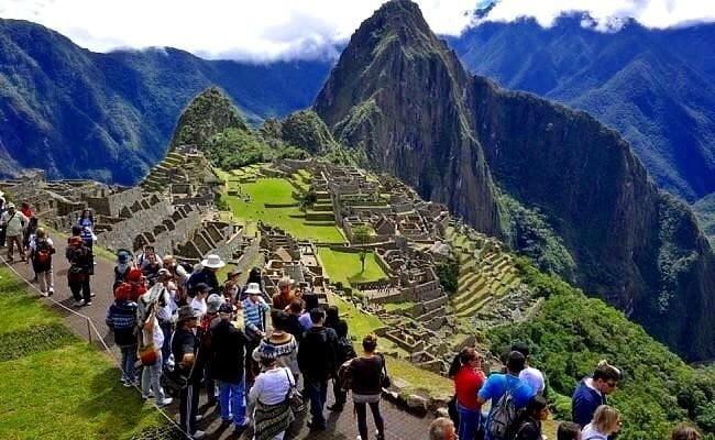 Ante sospecha de coronavirus aíslan a dos turistas chinos en el Cusco
