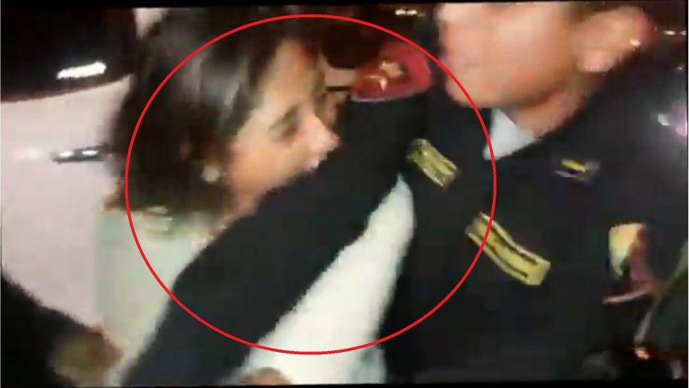 Mujer mordió el brazo a policía para evitar intervención