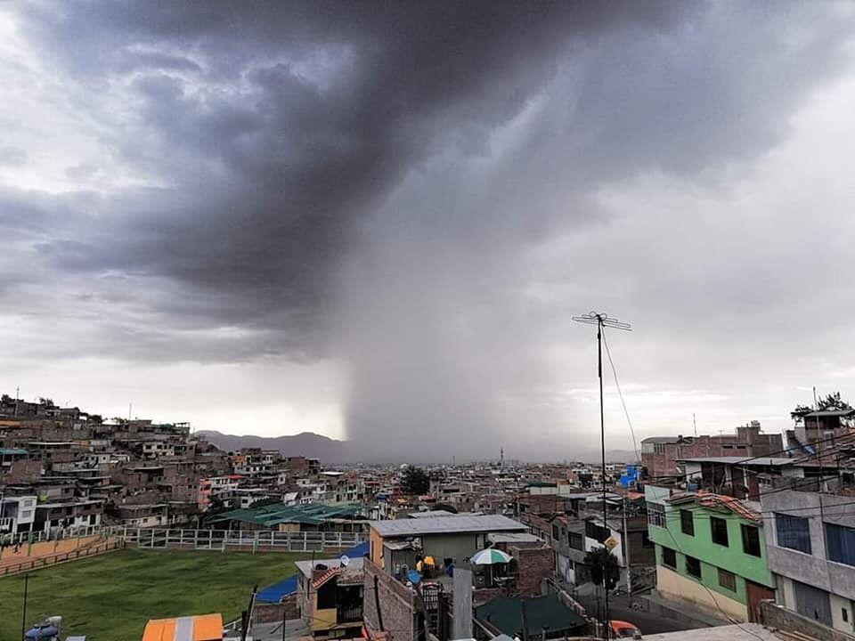 Impactantes fotos y videos de fuerte tormenta en Arequipa