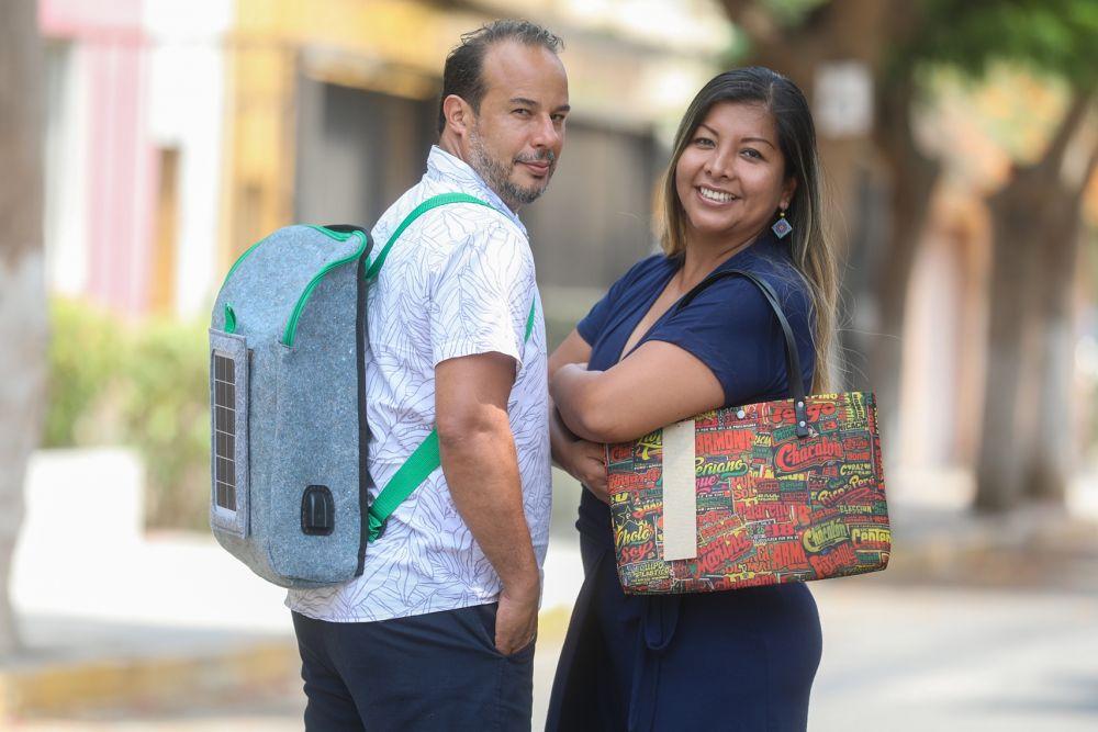 Crean mochila con panel solar y hecha con 100% de botellas PET
