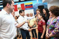 Ministro del Interior se reunió con comunidad venezolana
