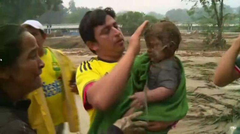 Bebé sobrevive a alud en Colombia