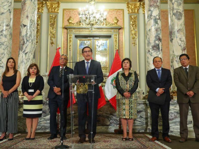 Martín Vizcarra y autoridades peruanas