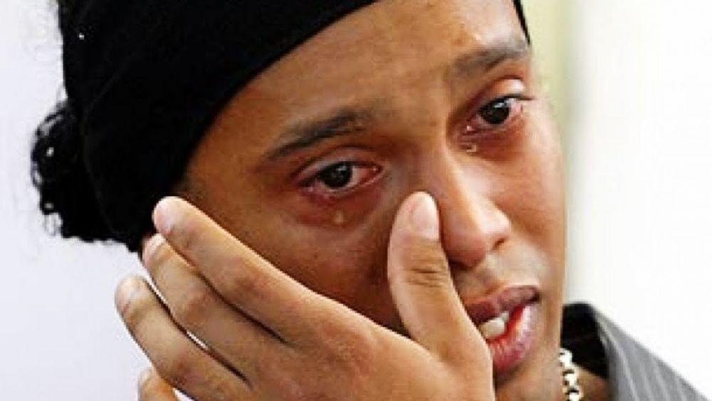 Ordenan detención contra Ronaldinho en Paraguay