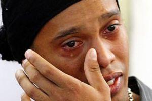 Ronaldinho es detenido en Paraguay por documentos falsos