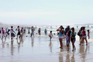 Cómo disfrutar la playa de manera segura durante el COVID-19