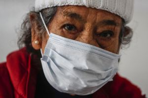 Cómo cuidar a un adulto mayor en las fiestas de fin de año durante la pandemia