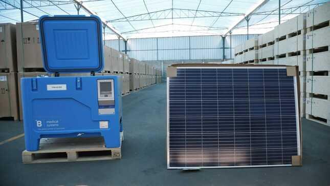 Perú reparten 1.100 congeladoras solares para conservar la vacuna contra el COVID-19 en zonas alejadas