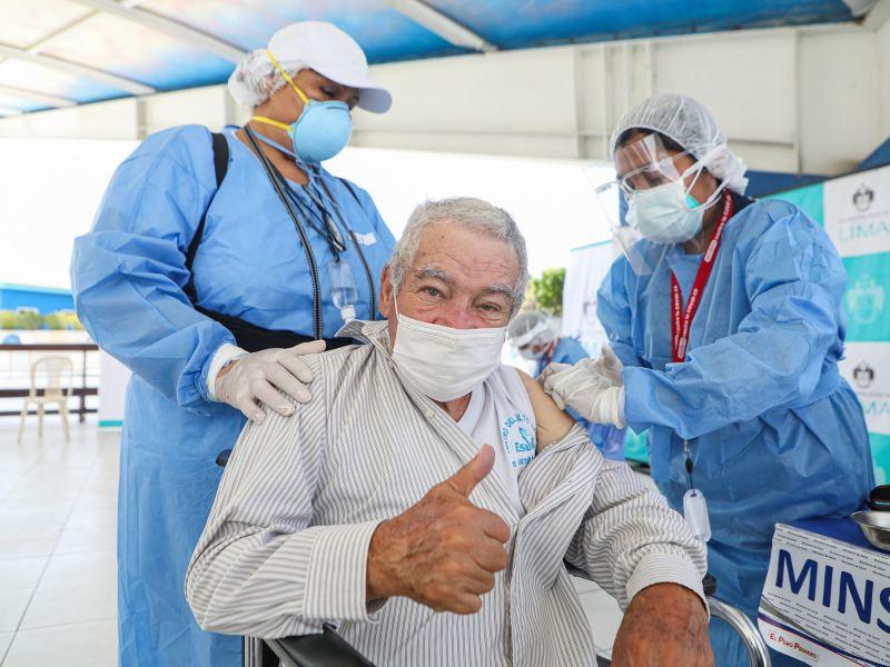 Vacunación de adultos mayores de 60 años