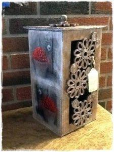 Decoraciones hechas a mano con materiales reciclados, artesanía