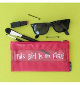 Estuche portatodo Rojo This girl is on Fire Pedrita Parker