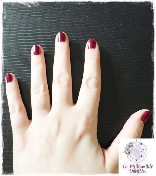 Esmalte de uñas / Nail Lacquer 243 Plum Red de Kiko Cosmetics