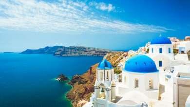 صورة اليونان تفتح أبوابها أمام السياح بشروط.. وسكان دولة عربية من بينهم