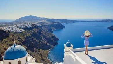 صورة آمال اليونان بموسم سياحي مزدهر تتلاشى مع موجة دلتا الجديدة