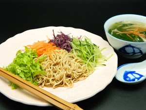 凉拌面 Cold Noodles with Eggless Mayonnaise