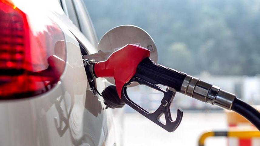 Ilustrasi Mengisi Tangki Bensin Mobil, sumber carmudi.co.id