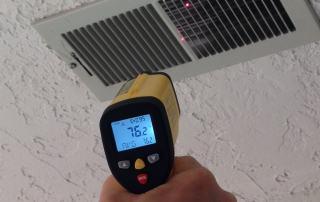 measuring heating vent temperature with the ennoLogic temperature gun eT650D