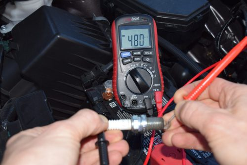 Testing spark plug with multimeter ennoLogic eM530S