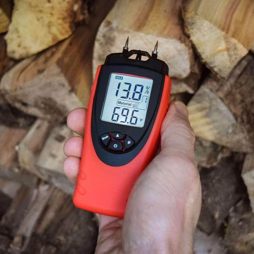 eH710T ennoLogic moisture meter in Hold mode